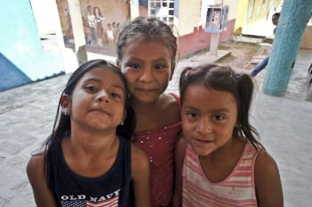 Girls at Tenosique Migrant Shelter. Photo by Víctor M. Espinosa. CC BY-NC-ND.